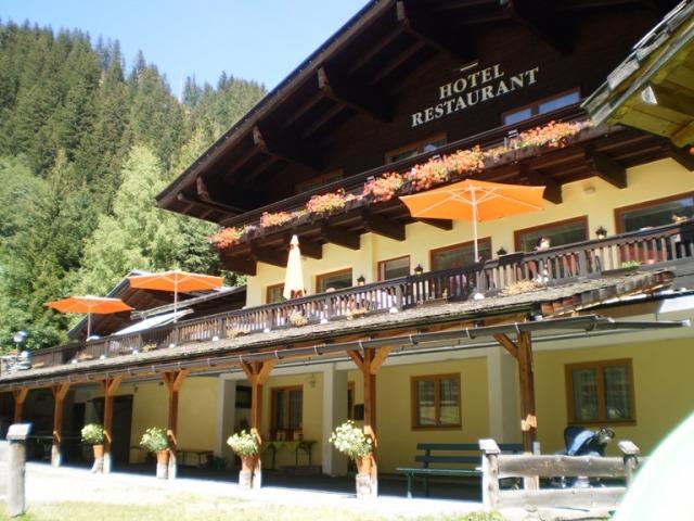 Unterkunft hochkrimml skifahren zillertal arena hotel for Design hotel skifahren